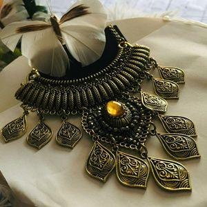Jewelry - Antique bronze necklace/bib